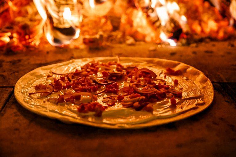 Flammkuchen aus dem Holzofenbulli