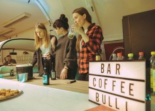 #barbulli #bar #bulli #drinks #gin #gintonic #gintasting #gintastic #cocktails #cocktailbar #coffee #barista #bullilovers #bullievents #hochzeit #event #messestand #promotion #sektempfang #geburtstag #party #mietmich #catering #vanlife #vanlifegermany #lebedeinentraum